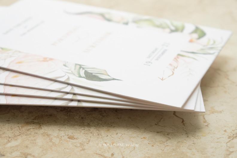 การ์ดแต่งงานประกบกระดาษหนาๆ แข็งๆ แบบการ์ดแต่งงาน ออกแบบการ์ดแต่งงาน พิมพ์การ์ดแต่งงาน ขนาด ราคา ปั๊มทอง ปั๊มนูน ปั๊มฟอยล์ ไดคัท การ์ดพับ การ์ดประกบ
